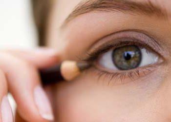 A maquiagem é um meio comum de transmissão de doenças, previna-se